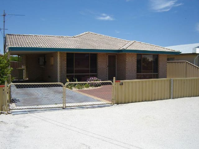 Holiday home by the bay - Jurien Bay - Rumah