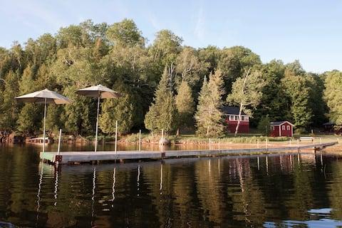 Classic Canadian lakeside log cabin