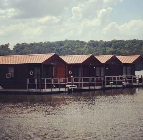 Floating cabins - Guntersville - Cabana