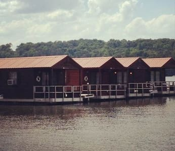 Floating cabins - Guntersville