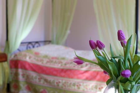 Zimmer*Bad* Tisch für 2 im Garten*ruhig*leipzignah