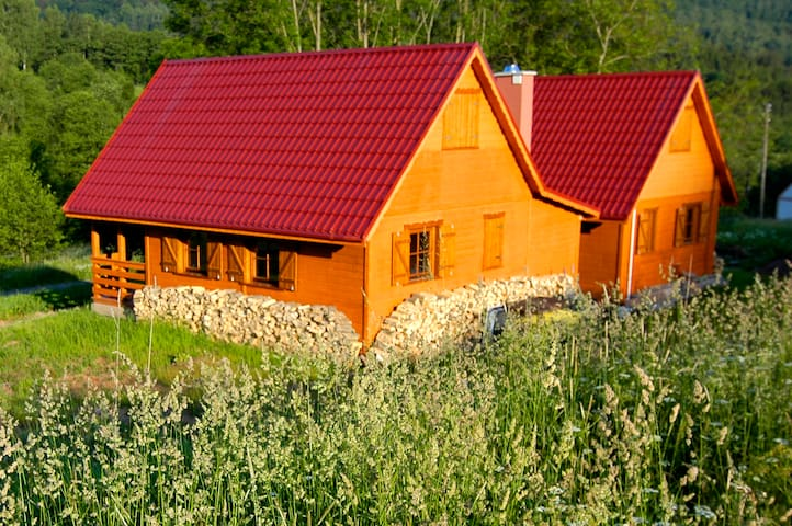 Chatka w górach- przez cały rok - Kocioł - Hytte (i sveitsisk stil)