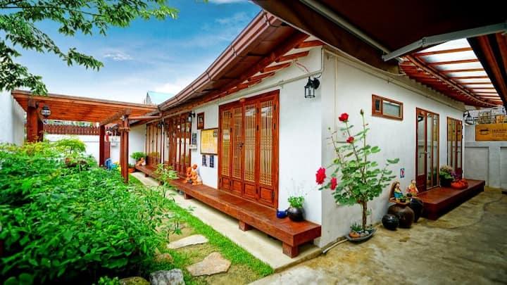 아랑궐(전통한옥체험) 백로방♥아늑한커플룸[ENG/中文]무료주차/무료조식/공영주차장1분거리