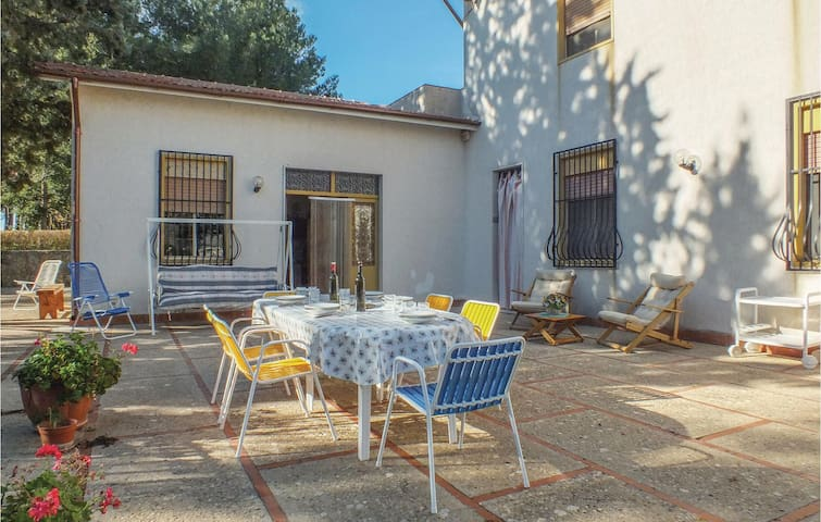 Holiday cottage with 4 bedrooms on 220 m² in Salemi -TP-
