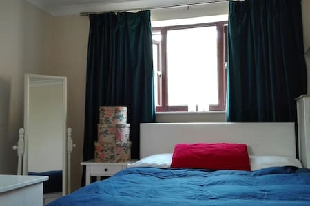 Dble bed. 10m Walk Telford Centre - Telford and Wrekin
