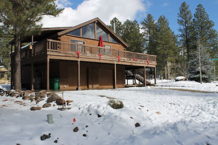 Relaxing Log Cabin Retreat in the Pines