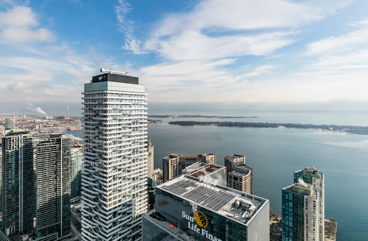 Luxury Waterfront Condo in the Clouds w/ Parking