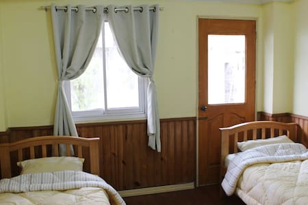 Twin Room A in Baguio Downtown - Baguio - Bed & Breakfast