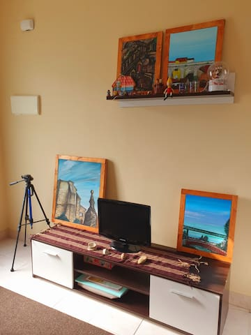 Humble room/Miniart gallery.