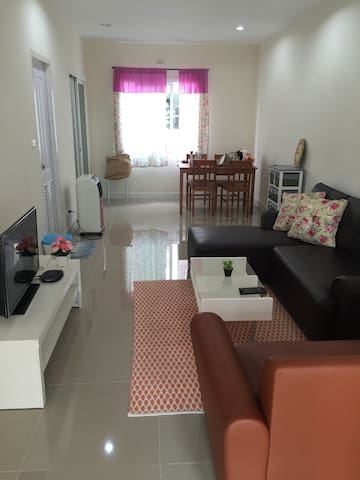 2 beds 2 baths/motorbike/15 min to town /Netflix