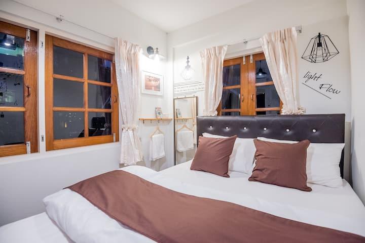 Private room w/balcony & garden