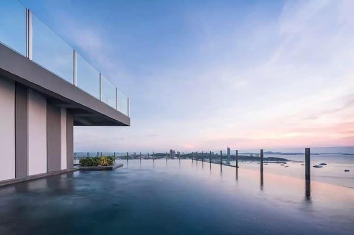 芭提雅市中心Base一卧室公寓,无边泳池,安静舒适,情侣出游首选