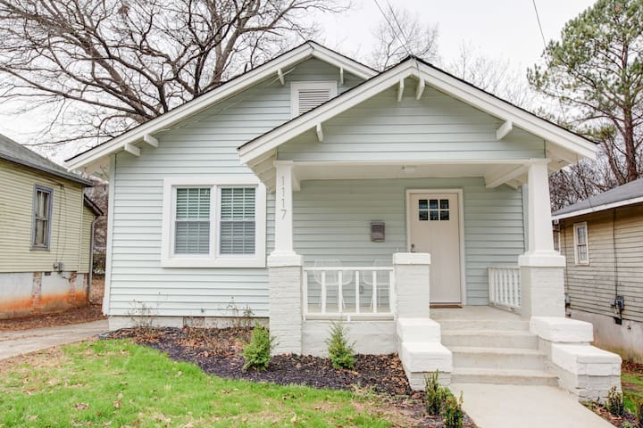 Remodeled Professionally Designed Uptown CLT Home!