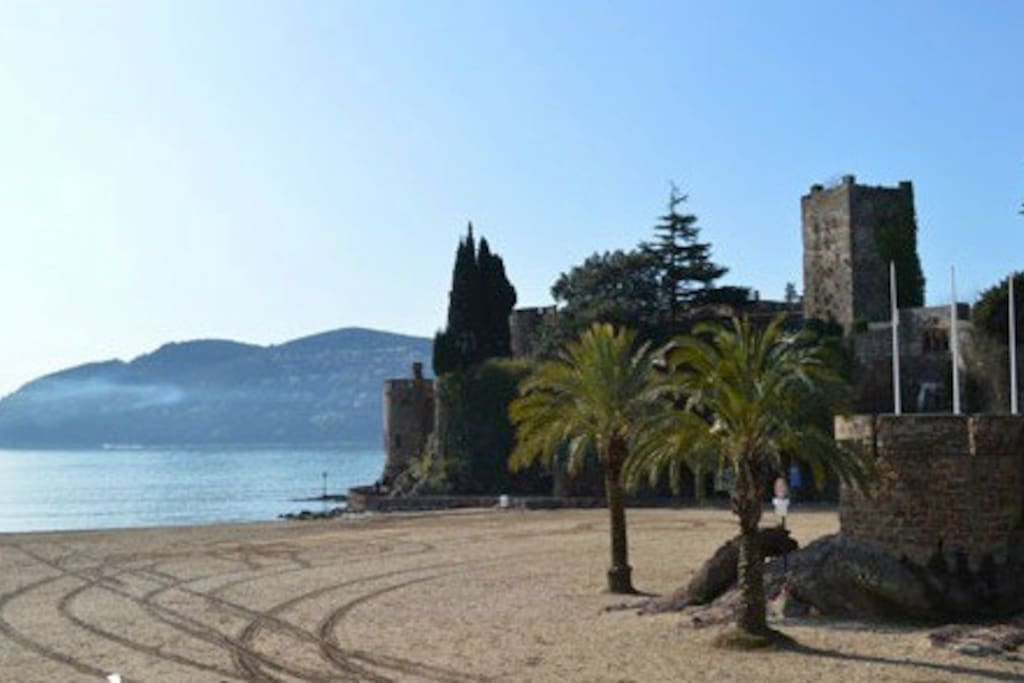 3 min walk to the lovely beach @ Mandelieu la Napoule's famous castle