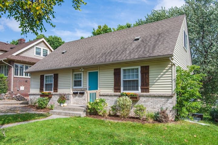 Stylish 4BD/3BTH in the Heart of Minneapolis