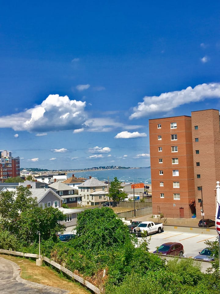 4 Bed 2 Bath Parking Deck Renovated Vacation House