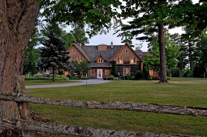 Historic Waterfront Dunsford House at Eganridge - Kawartha Lakes - Hus