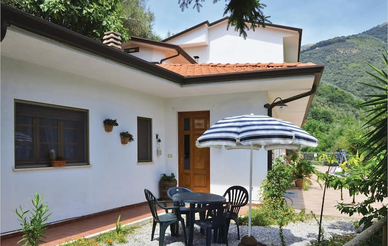 Semi-Detached with 2 bedrooms on 48m² in Camaiore LU