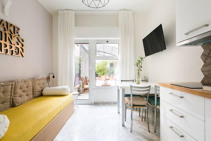 Luminoso Appartamento con Terrazzo a Monti