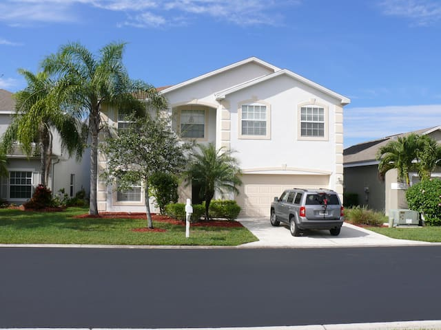Exclusive 4 bedroom private pool home - Fort Myers