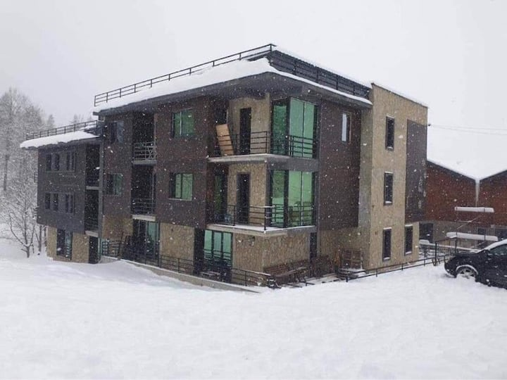 Cozy apartment near to Kokhta-Mitarbi ski trace