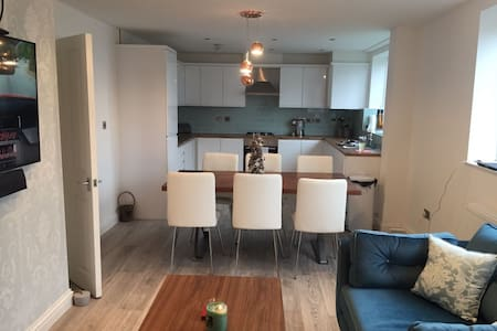 3 BED FLAT IN HEART OF BLACKHEATH - London