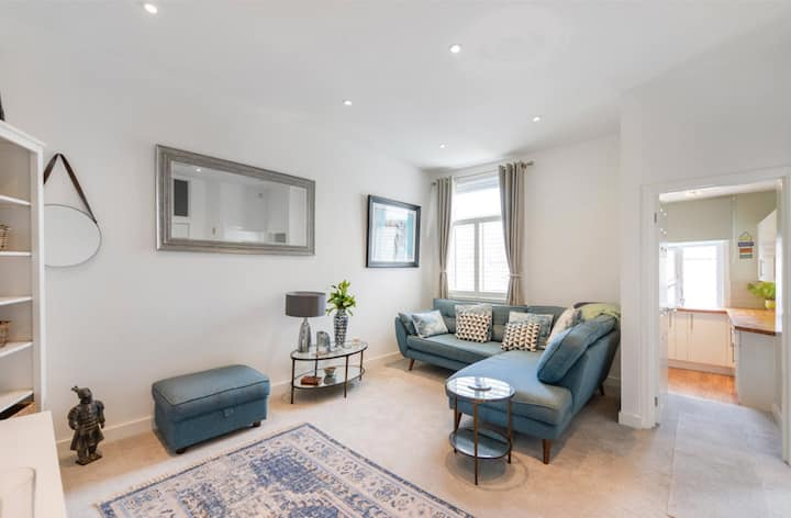 *Private room in a Beautiful flat on Park Avenue