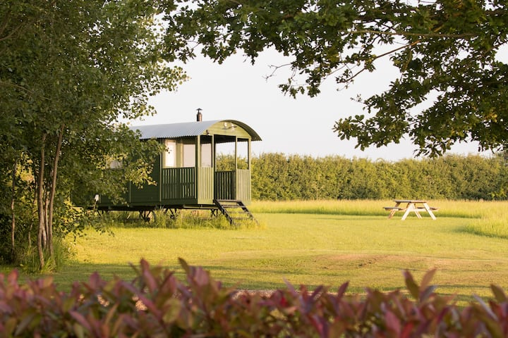 Suffolk Shepherds Hut 'Woodpecker' Rural & Coast