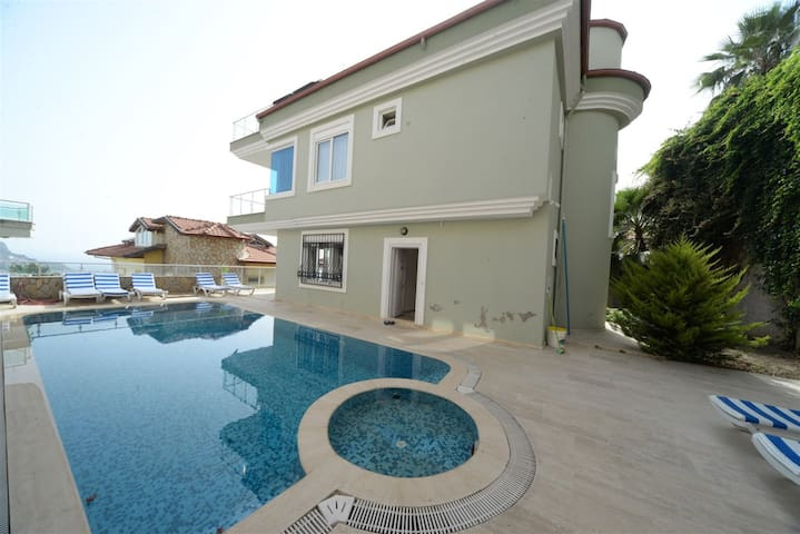 How to Rent Your Own Villa in Alanya with Fantastic Private Pool, Alanya Villa 1032