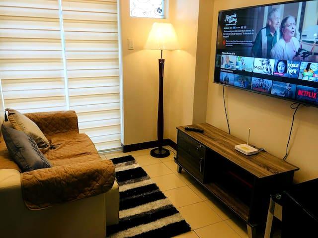 """Comfy 2 Bedrooms (2-6pax) with 55"""" TV + Netflix"""