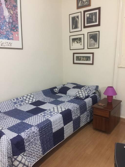 Otima cama com colchão novo Roupa de cama e banho disponíveis e trocados a cada semana