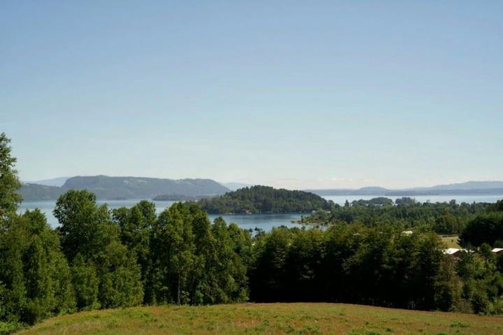 Casa Lican Ray vista lago, cercana al centro.
