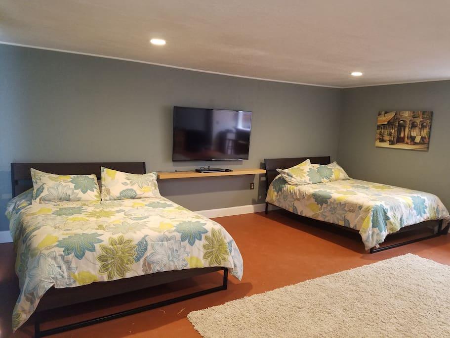 2 very comfortable Queen beds