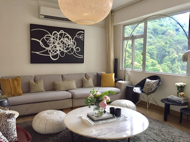 Midlevels Modern Apartment with Peak Views