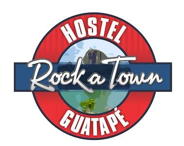 ROCK A TOWN HOSTEL - Guatape