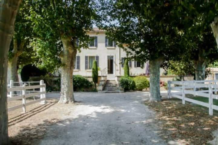 Belle villa de maitre  pres d' Aix  jusqu'à 12 prs