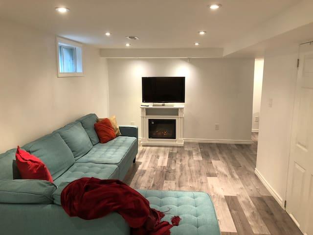 Modern one bedroom in quiet safe neighbourhood!