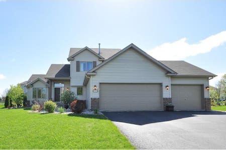 Beautiful 4 bedroom home available Ryder Cup Week - Victoria - Dom