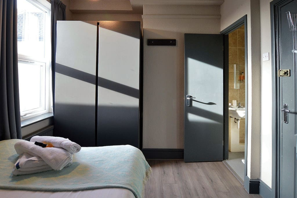 Double with Shower Room - Arboretum Suite
