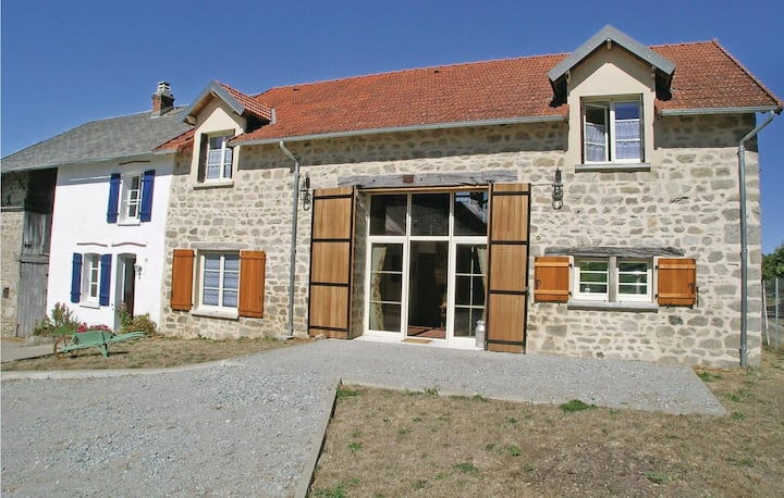 Nice home in Saint Dizier Leyrenne with WiFi and 8 Bedrooms