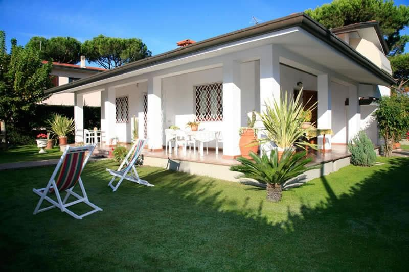 Rent a house in Lucca on the beach for the summer