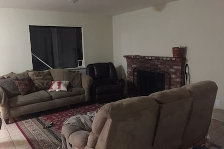 Couch with Private Bathroom in Nice Home - Palmdale