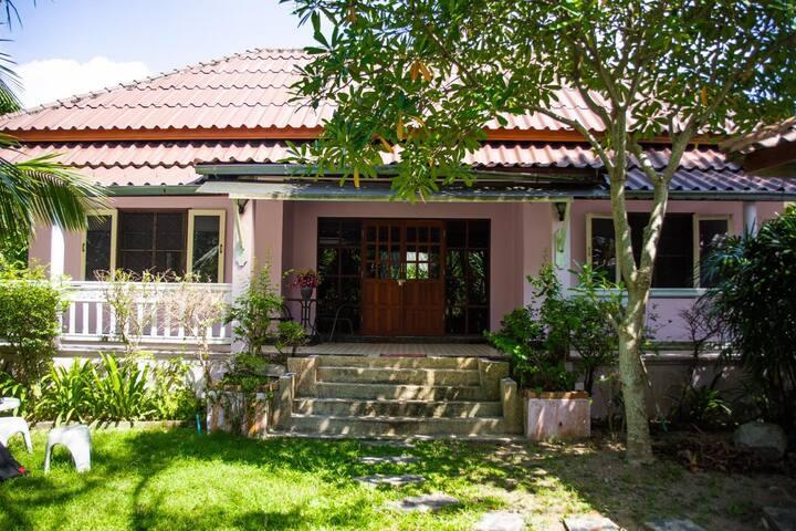 Просторный двуспальный дом в тихом районе Банг Тао
