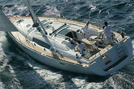 Private room on S/Yacht Capitana - Mgarr - Vene