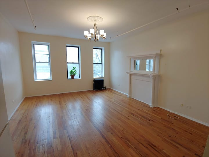 Private floor thru 1 bed apartment in Townhouse