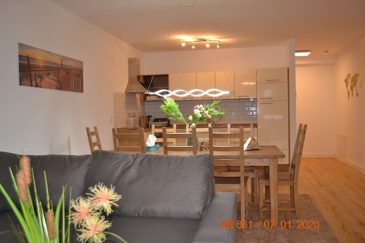 UNIQE APARTMENT 3/  Ambiente / Fair/ Airport/ City
