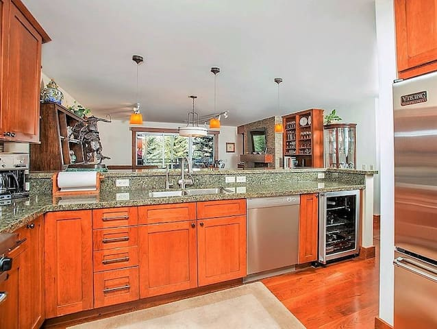 High end kitchen perfect for entertaining