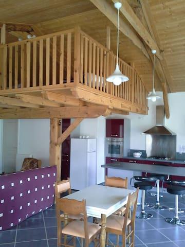 Loft dans grange rénovée - Rauret - Huoneisto