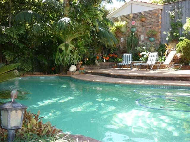 Charming 4BR Mosman Home w/Pool & Near Zoo LENOX