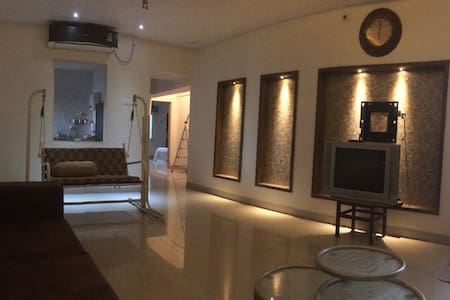 Luxurious flat in Alkapuri. Safe & posh locality.